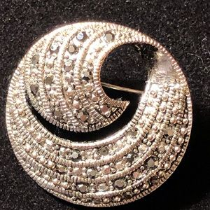Jewelry - Sparkly vintage silver/marcasite circle pin